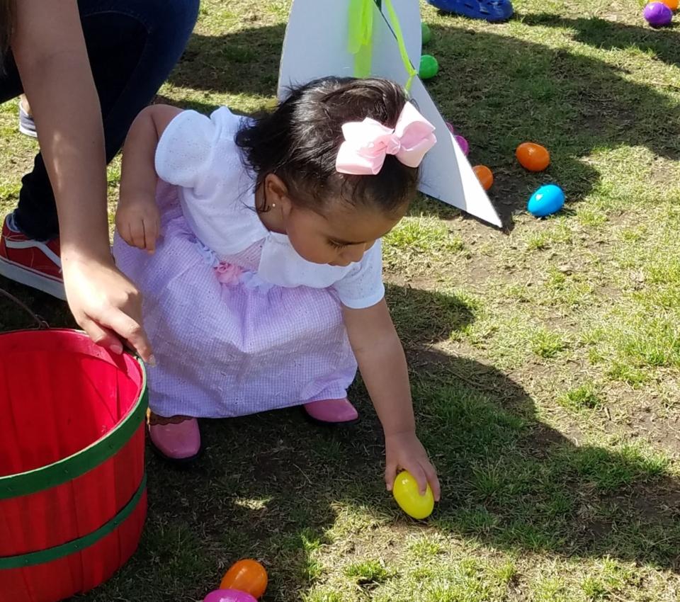 Egg hunt girl